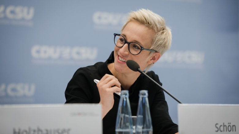 Nadine Schön MdB Podium Unionsfraktion