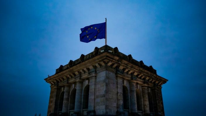 EU-Flagge auf dem Reichstagsgebäude